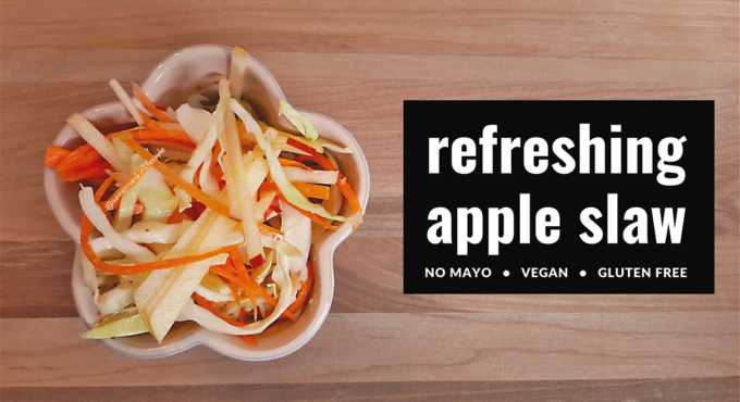 Image of the completed vegan apple coleslaw without mayo nor vinegar